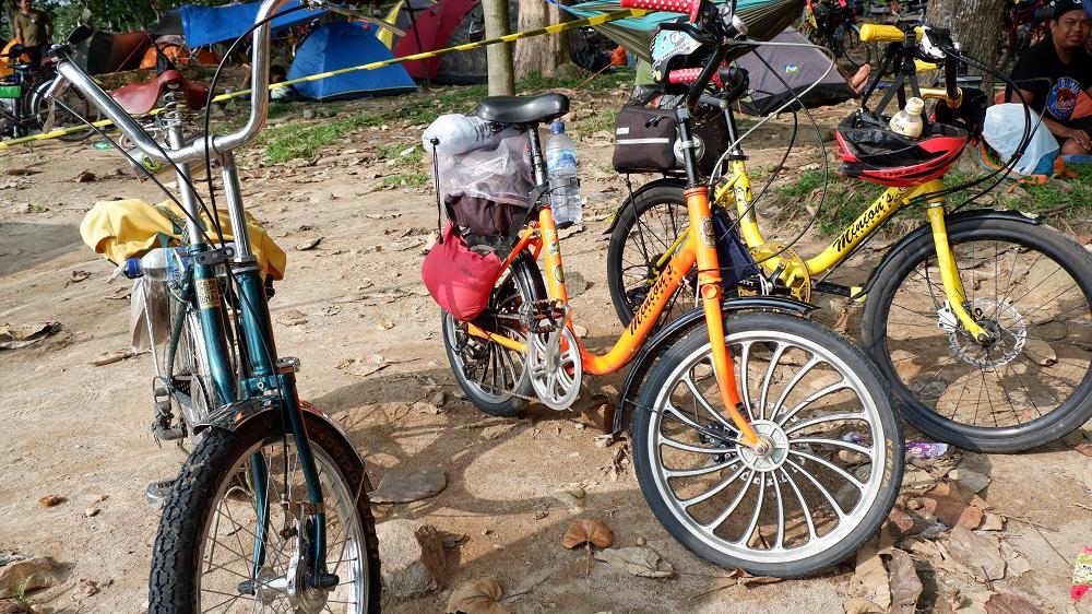 SEMOK (Sepeda Minions Karawang) Touring Menggunakan