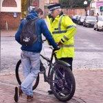 Polisi Francis Buru Pesepeda Yang Gowes Saat Corona