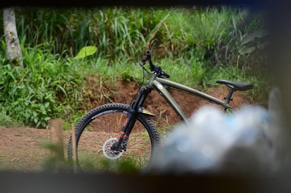 Memilih ukuran frame sepeda dengan tepat akan mempengaruhi performa saat bersepeda